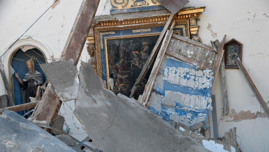 Dégâts dans une église de Borgo Sant-Antonio, près de Visso, après le séisme, le 26 octobre 2016