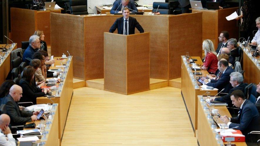 Des membres du Parlement de Wallonie à Namur, capitale de la région francophone du sud de la Belgique, en session plénière sur l'accord de libre-échange UE-Canada (CETA), le 28 octobre 2016