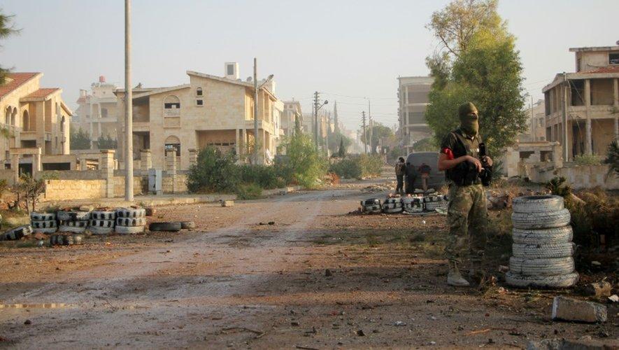 Un rebelle des brigades Jaish al-Fatah le 29 octobre 2016 in à Dahiyet al-Assad au sud-ouest d'Alep