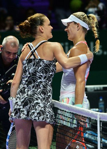 Agnieszka Radwanska et Angelique Kerber aprés leur demi-finale au Masters de Singapour