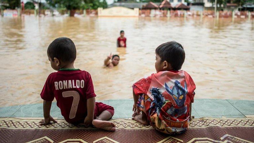 Inondations à Pengkalan Chepa, en Malaisie, le 27 décembre 2014