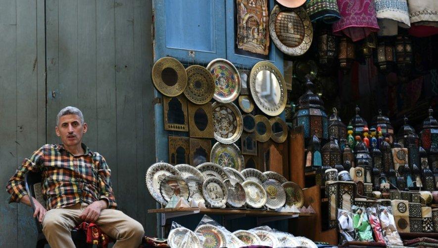Un vendeur de rue au Caire, le 24 octobre 2016.