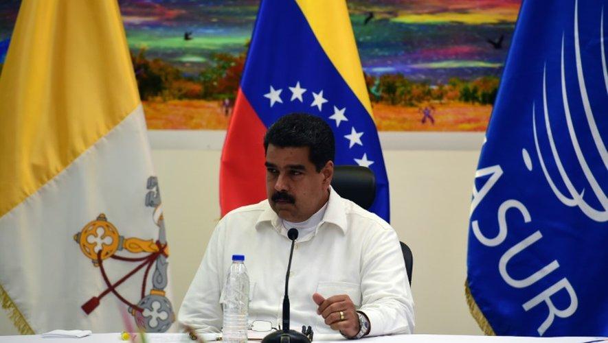 Le président vénézuelien Nicolas Maduro parle durant une rencontre avec des leaders de l'opposition le 30 octobre 2016