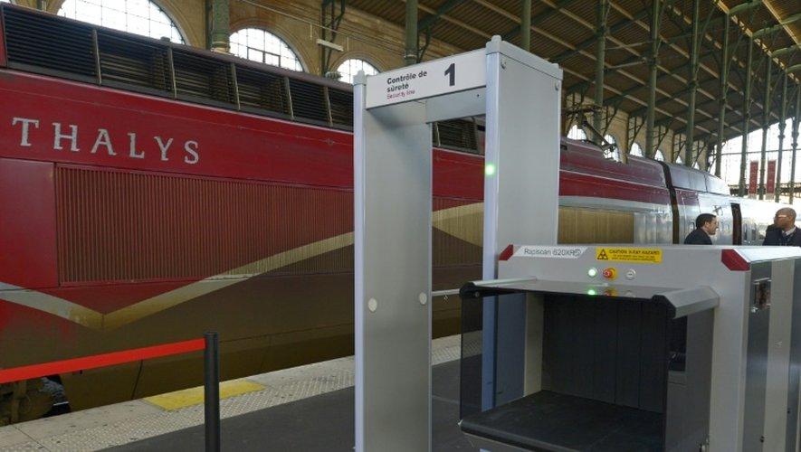 Un nouveau portique de sécurité à la gare du Nord à Paris, le 21 décembre 2015