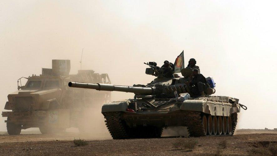 Les forces irakiennes progressent dans un village au sud de Mossoul, le 30 octobre  2016, dans le cadre de la reconquête de Mossoul