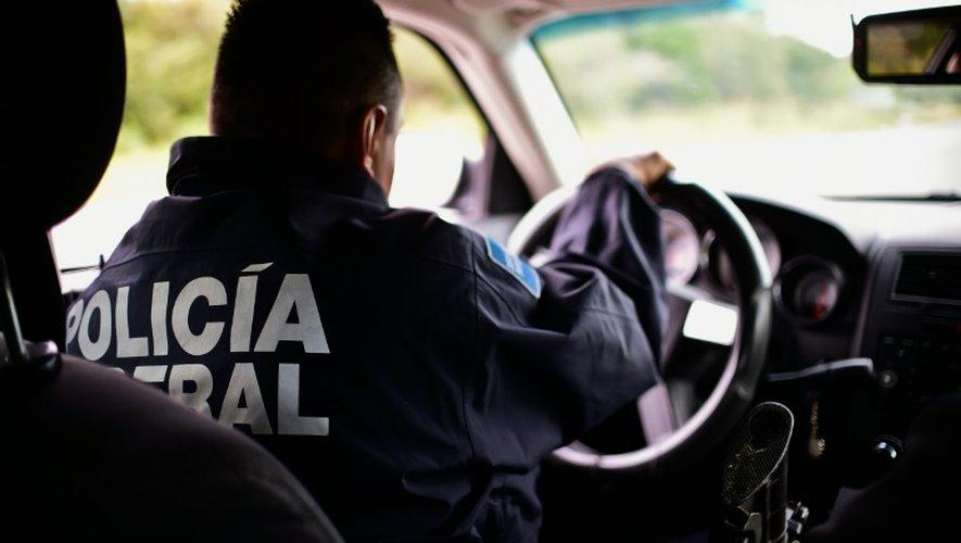 Un véhicule de la police fédérale mexicaine sur la route 101, entre Matamoros, à la frontières americano-mexicaine, et Ciudad Victoria, le 17 décembre 2015
