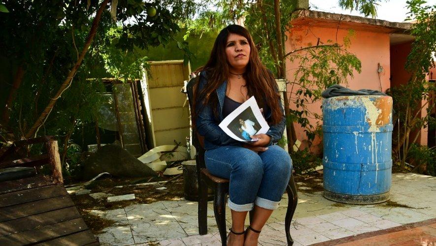 Carlota Hernandez Maldonado, dont le mari et le fils ont disparu sur la route 101, ici à Ciudad Victoria, dans le nord-est du Mexique, le 16 décembre 2015