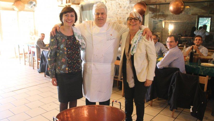 Carole Delga, présidente de la Région, ici avec la députée Marie-Lou Marcel a rappelé chez Jacky Carles son soutien à la filière canards gras.