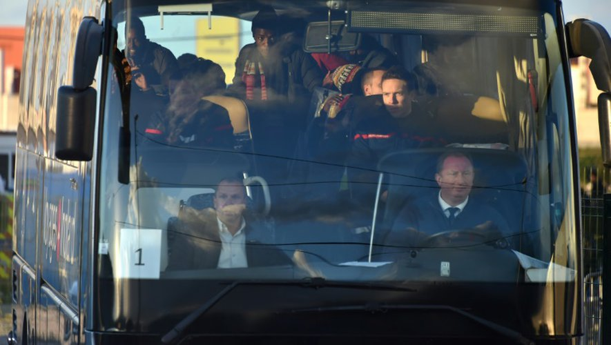 """Le premier car transportant des migrants mineurs quitte l'ex-""""Jungle"""" le 2 novembre 2016 à Calais"""