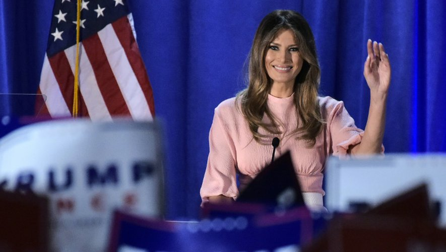 Melania Trump salue le public après un discours à Berwyn, en Pennsylvanie le 3 novembre 2016