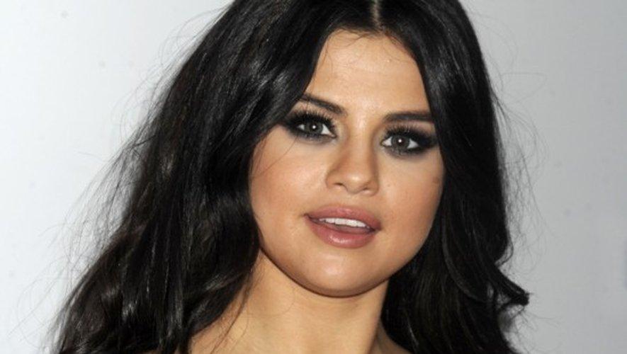 Selena Gomez ultra sexy et nue dans une baignoire dans son