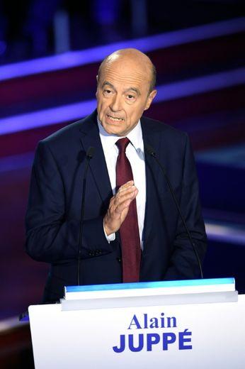 Alain Juppé lors du deuxième débat des primaires de la droite et du centre, salle Wagram à Paris