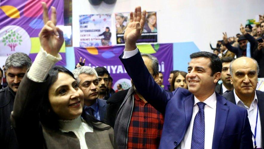Les deux coprésidents du HDP, principal parti prokurde de Turquie, Figen Yüksekdag et Selahattin Demirtas, à Ankara le 24 janvier 2016