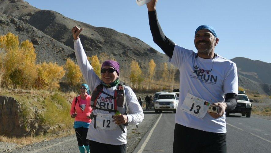 Venue en voisine de Téhéran, Mahsa Torabi (à gauche sur la photo) a le souffle court. A 42 ans, elle est la première Iranienne à avoir bouclé un marathon depuis 1979, à Shiraz en avril dernier