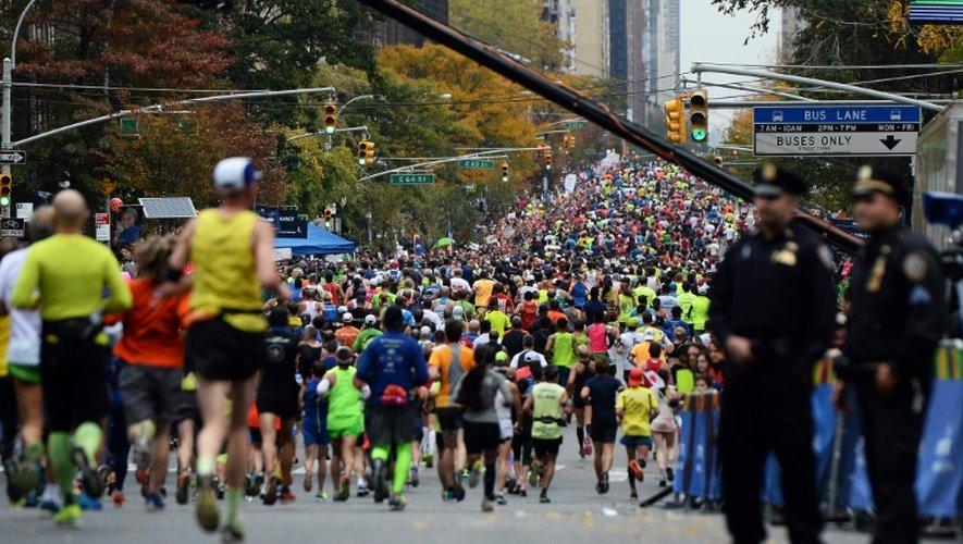 Des participants du marathon de New York, le 1er novembre 2015 sur 1st Avenue