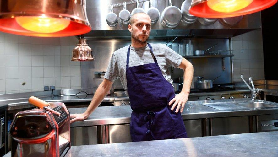 Le chef italien Giovanni Passerini dans les cuisines du restaurant parisien portant son nom, le 4 novembre 2016