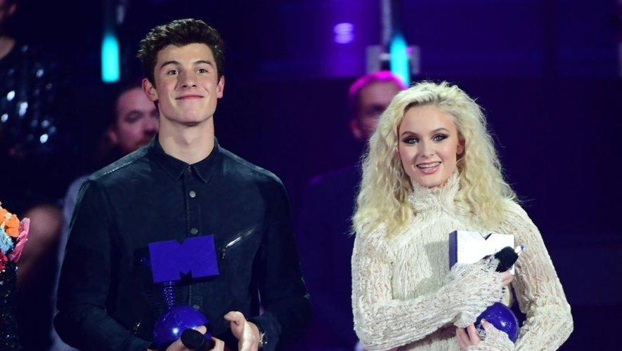 Les chanteurs canadien Shawn Mendes et suédoise Zara Larsson, lors des MTV Music Europe Awards le 6 novembre 2016 à Rotterdam