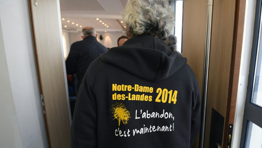 Un opposant à l'aéroport entre dans la salle d'audience, le 7 novembre 2016 à la cour administrative d'appel de Nantes