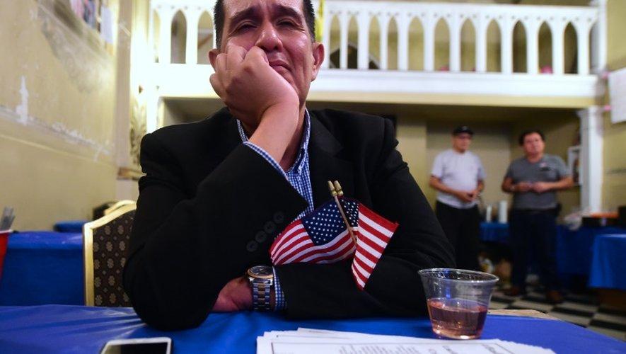 Un partisan d'Hillary Clinton au Javits Convention Center le 8 novembre 2016 à New York