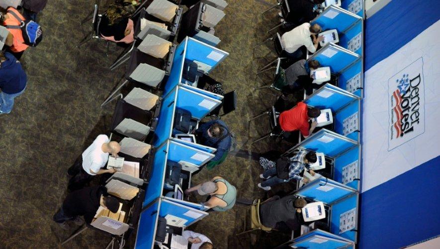 Des Américains votent lors de la présidentielle américaine, le 8 novembre 2016 à Denver, dans le Colorado