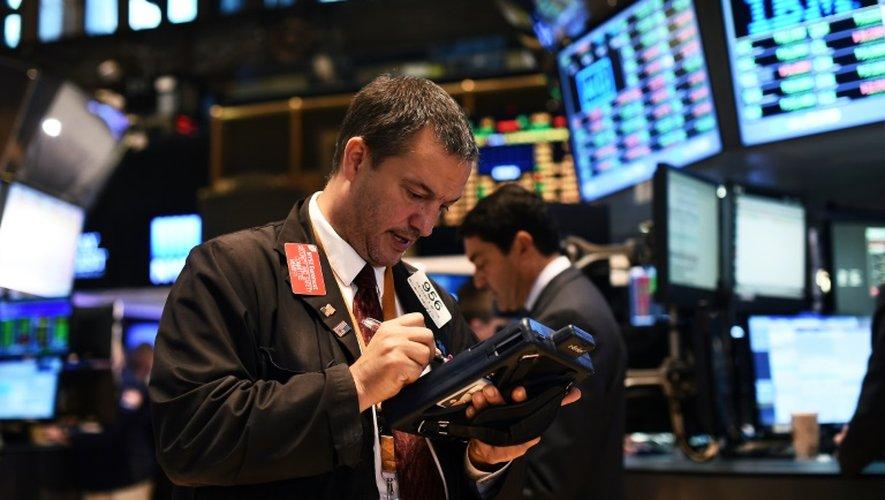 Les marchés américains dévissaient de plus de 5% sur les contrats à terme alors que le candidat républicain Donald Trump consolide son avance sur sa rivale