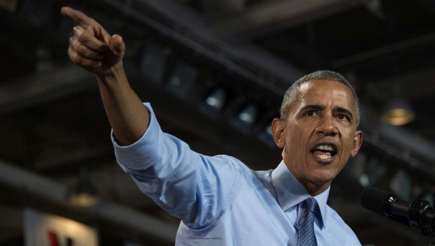 Barack Obama fait campagne pour la candidate démocrate à l'université de New Hampshire à Durham, le 7 novembre 2016