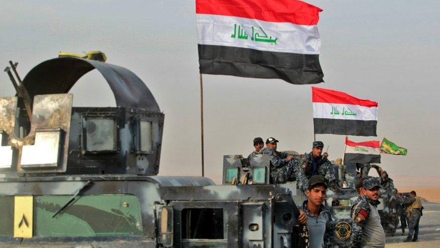 Les forces irakiennes se rassemblent au village d'Arbid, près de Mossoul, le 9 novembre 2016