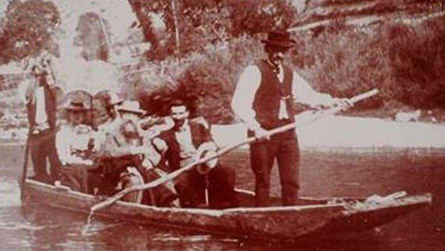 Auguste Rodin et Maurice Fenaille dans les gorges du Tarn, vers 1899.