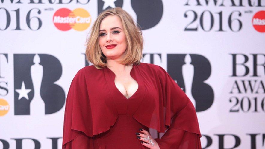 Adele : un mariage à Noël ?