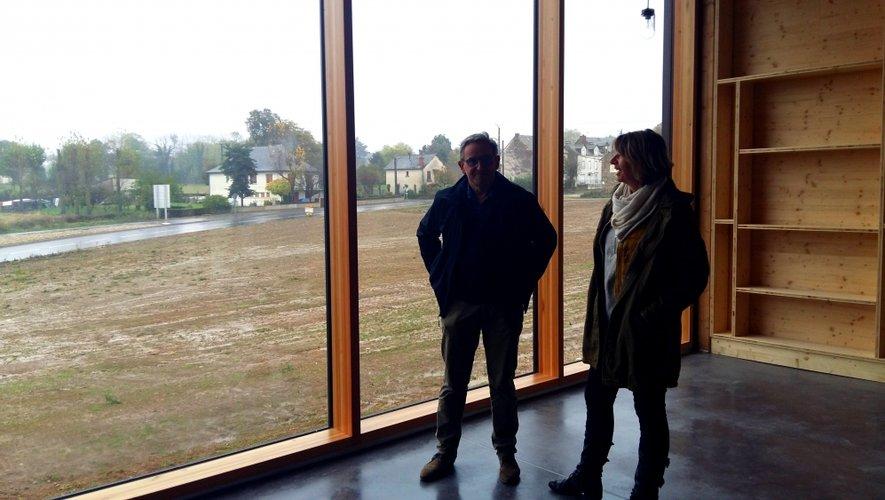 Anne Blanc et Jean-Marie Alléguède louent la conception du bâtiment qui ne manque pas d'originalité.
