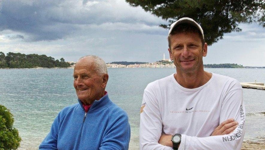 Cliché non daté du légendaire plongeur italien Enzo Maiorca (à gauche), en compagnie d'Umberto Pelizzari
