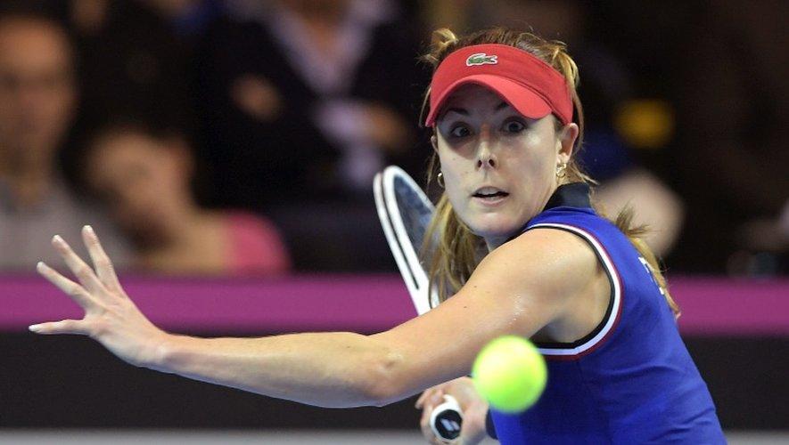 La Française Alizé Cornet face à la Tchèque Barbora Strycova en finale de la Fed Cup, le 13 novembre 2016 à Strasbourg.