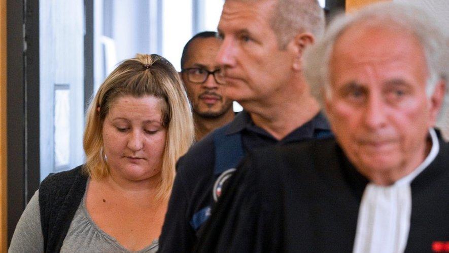 Cécile Bourgeon, mère de la petite Fiona, et son son avocat Gilles-Jean Portejoie, à son arrivée  le 5 septembre 2016 au tribunal de Riom