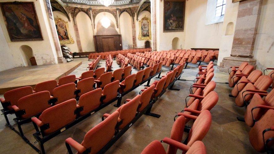 Conseil départemental et Bâtiments de France, au chevet de la Chapelle royale ; ils vont travailler de concert pour redonner au lieu son lustre en toute sécurité.