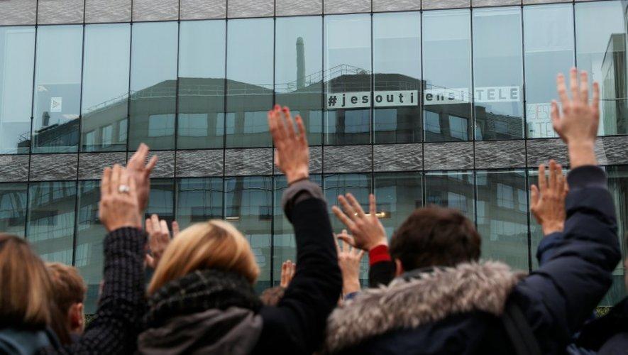 Le personnel d'iTélé vote pour reconduire la grève le 7 novembre 2016 à Boulogne-Billancourt