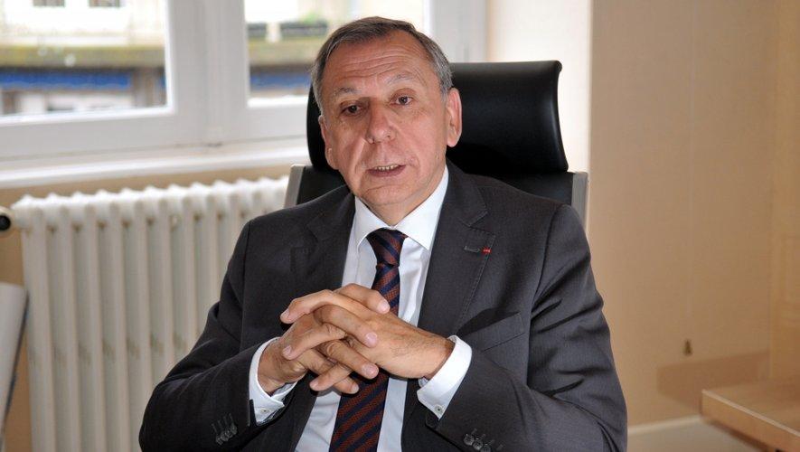 Jean-Claude Luche lundi au conseil départemental. Il  connaît la date de son départ mais ne l'annoncera  qu'en début d'année.