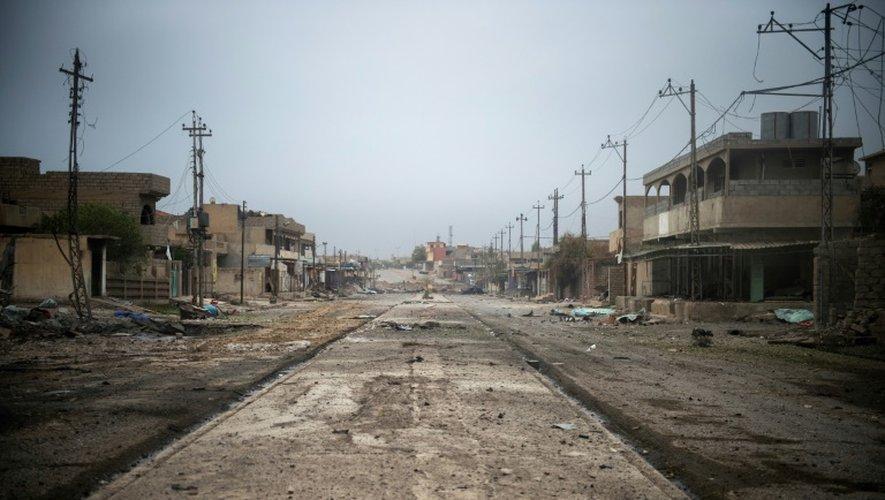 Une rue déserte vers Aden, dans les faubourgs de Mossoul, le 16 novembre 2016