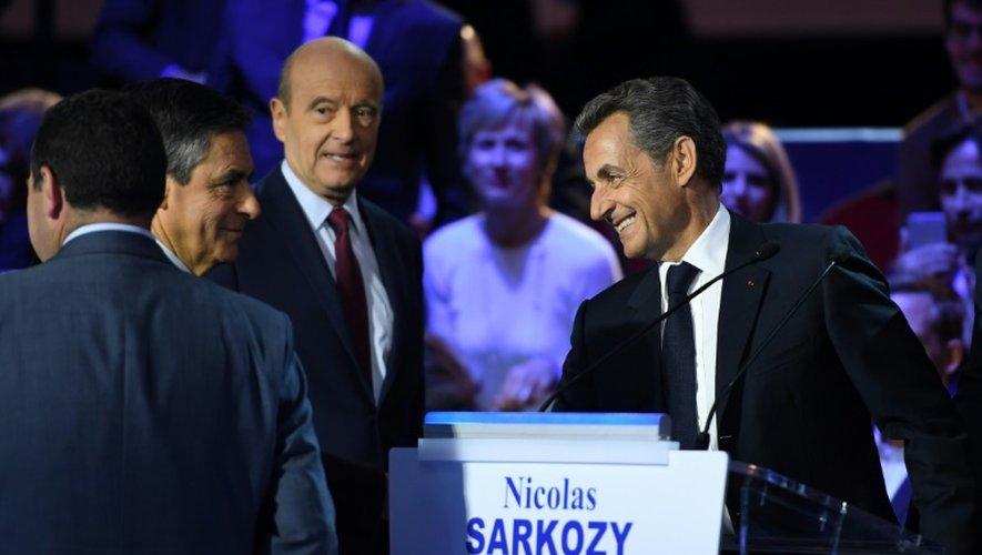 De gauche à droite: François Fillon, Alain Juppé et Nicolas Sarkozy lors du dernier débat télévisé avant la primaire de droite, le 17 novembre 2016