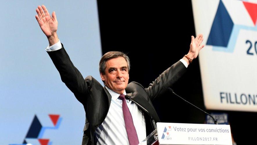 Le candidat à la primaire de droite et ex-Premier ministre français François Fillon lors d'un meeting à Paris, le 18 octobre 2016