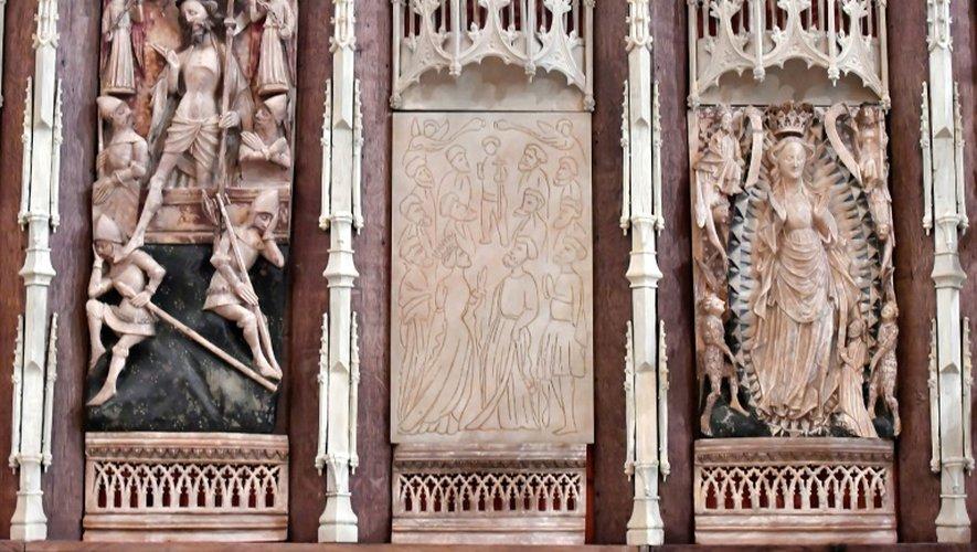 Détails du bas-reliefs en albâtre de la basilique Saint-Michel de Bordeaux, le 17 novembre 2016, dont sept sculptures ont été dérobées en 1984