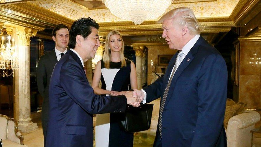 La fille de Donald Trump Ivanka et son mari Jared Kushner lors d'une rencontre de DOnald Trump avecd le Premier ministre japonais Shinzo Abe à New York, le 18 novembre 2016