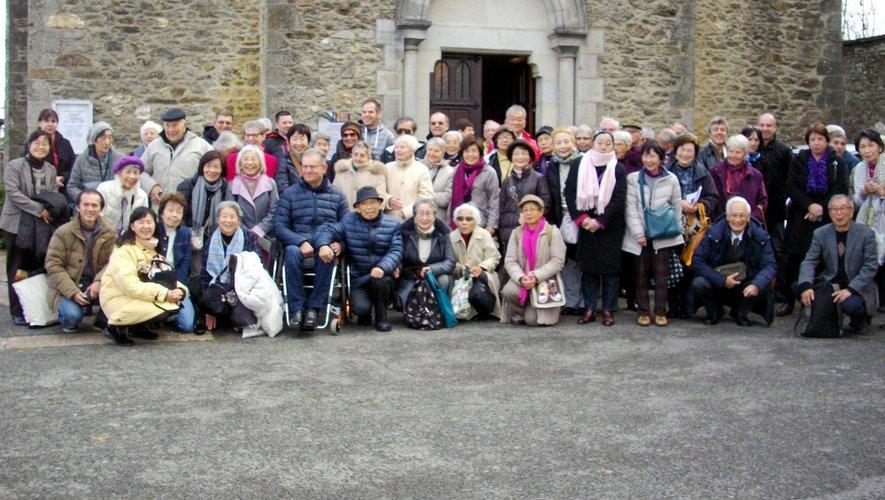 Les Japonais étaient une trentaine à découvrir le village. Après un passage par la maison familiale du père Bousquet, lls se sont rendus à l'église où les attendait une messe en français et en japonais.