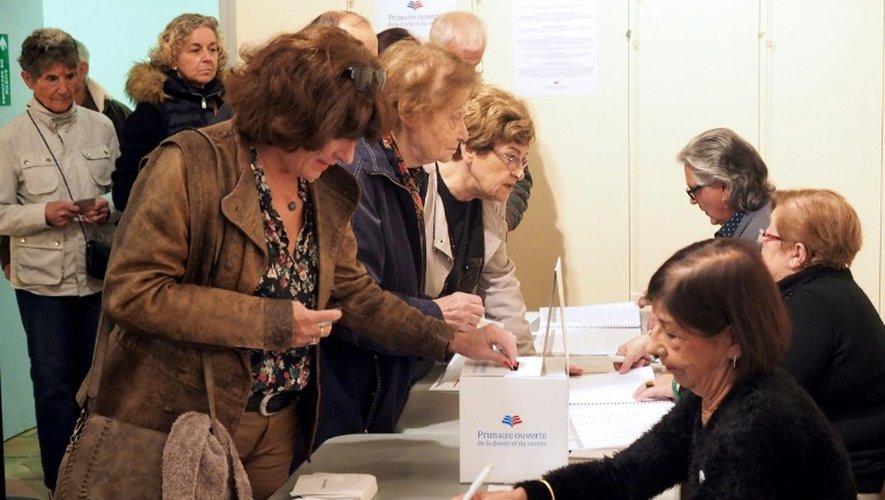 Des électeurs votent pour la primaire de la droite à Perpignan le 20 novembre 2016