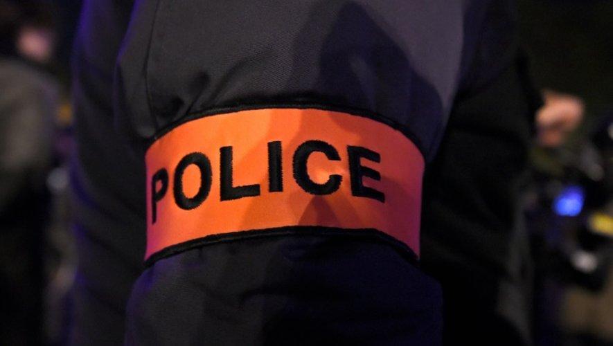 Le corps d'un adolescent d'une quinzaine d'années a été découvert vendredi en partie brûlé, une balle dans la tête à  Marseille