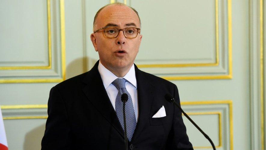 Le ministre de l'Intérieur Bernard Cazeneuve lors d'une conférence de presse le 21 novembre 2016 à Paris sur l'attentat déjoué