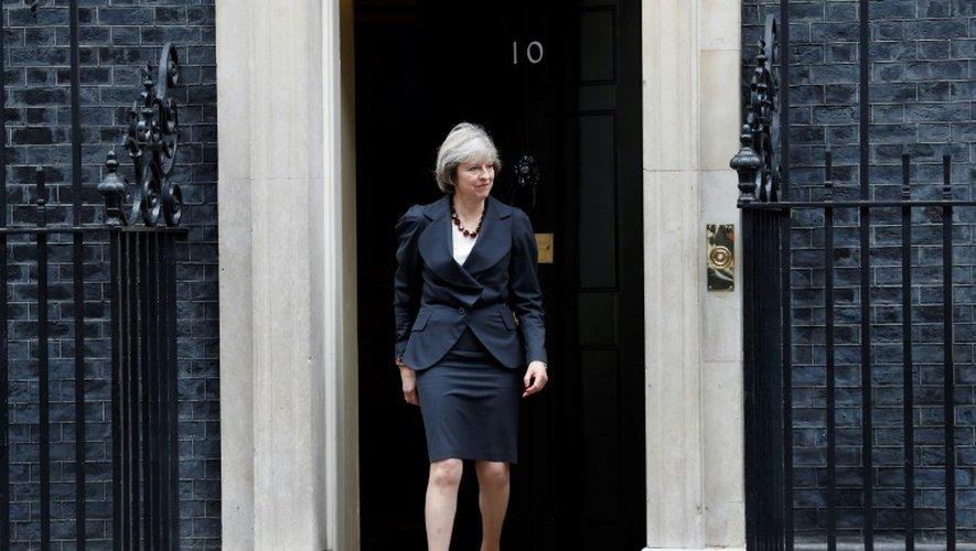 La Première ministre britannique Theresa May devant le 10 Downing Street, le 22 novembre 2016 à Londres