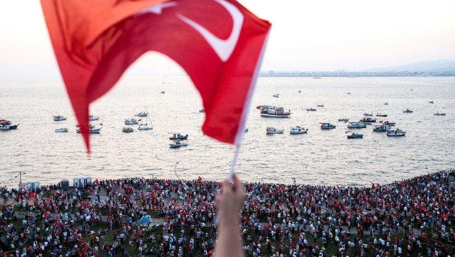 Un rassemblement à Izmir après le Coup d'Etat avorté du 15 juillet