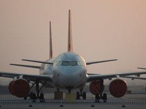 "Airbus supprimera ""plus de 1000"" postes, selon les syndicats"