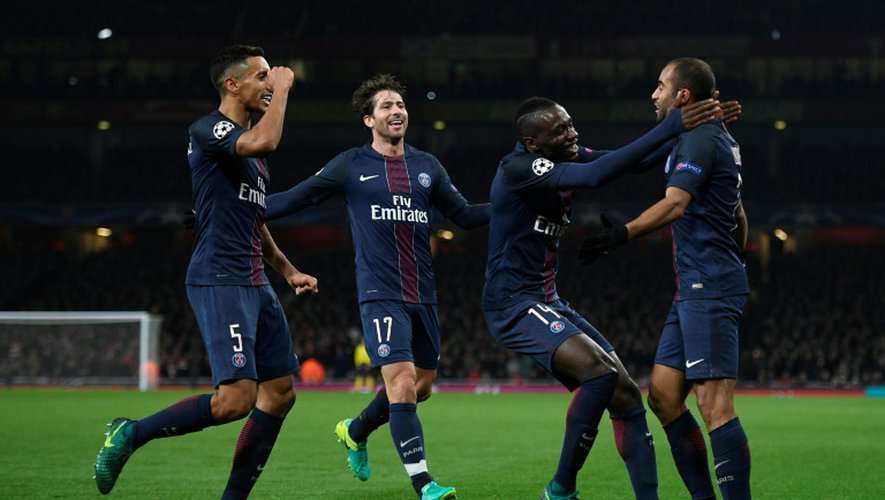 Les Parisiens en liesse après l'égalisation face à Arsenal signée Lucas Moura, le 23 novembre 2016 en Ligue des champions