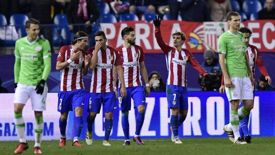 La joie des joueurs de l'Atletico Madrid après le but d'Antoine Griezmann face au PSV à Vicente Calderon, le 23 novembre 2016